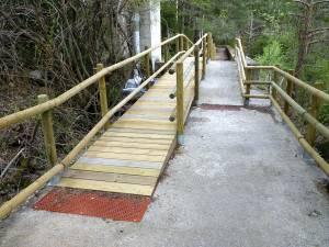 Rampa en el sendero accesible de Santa Elena (Biescas)