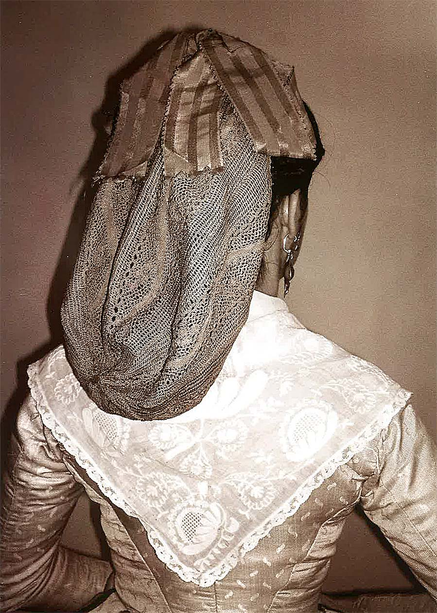 Gandaya con cintas de seda, Calceite (Indumentaria... Apuntes para una historia, p. 216).