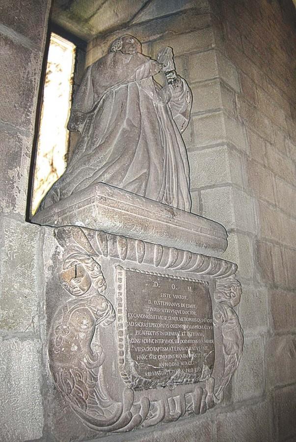 Sepulcro y estatua de Esteban de Esmir