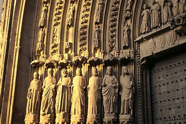 Ruta del Santo Grial, catedral de Huesca, portada.