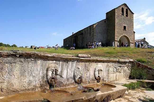 Fuente y ermita de santa Orosia.
