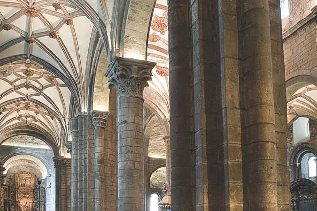 Ruta del Santo Grial, interior de la catedral de Jaca.