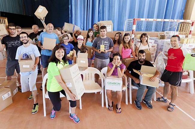 Voluntarios en el pabellón de Benasque.