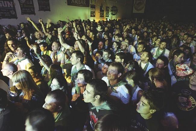 Concierto en el Salón Jai Alai de Huesca ((foto: Javier Blasco-Archivo Heraldo de Aragón).