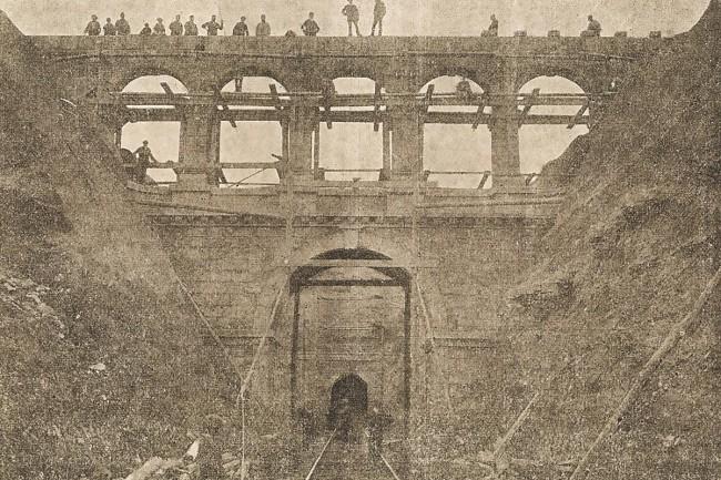 El doble acueducto de  La Torica en obras.