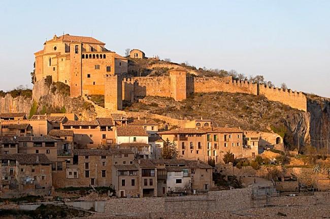 Alquézar, al fondo el castillo y la colegiata de Santa María.