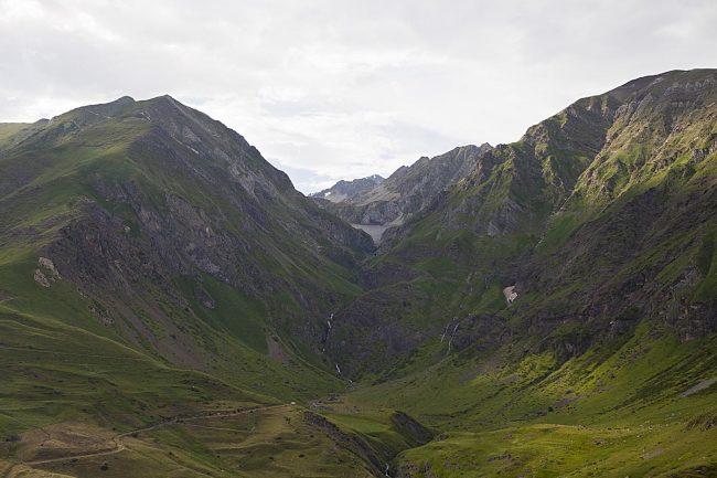 Valle del río de Llauset con la presa al fondo.