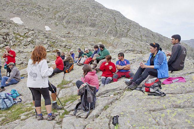 Grupo de montañeros antes de la inauguración.