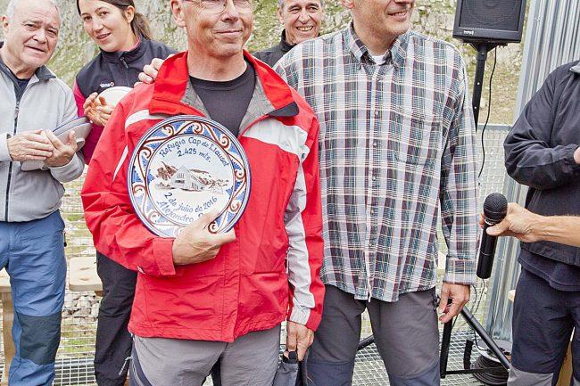 Alejandro Royo, arquitecto del refugio, con Sergio Rivas.