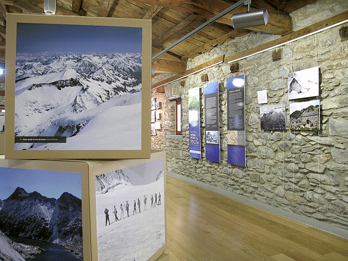 La exposición reúne más de 130 imágenes del refugio y del valle (Beatriz Andrés-Prames).