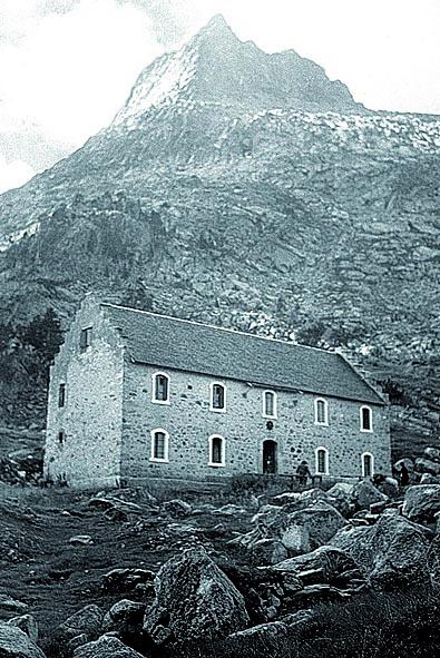 Foto del refugio de La Renclusa realizada en 1916 por Ricardo Compairé (Fototeca DPH).