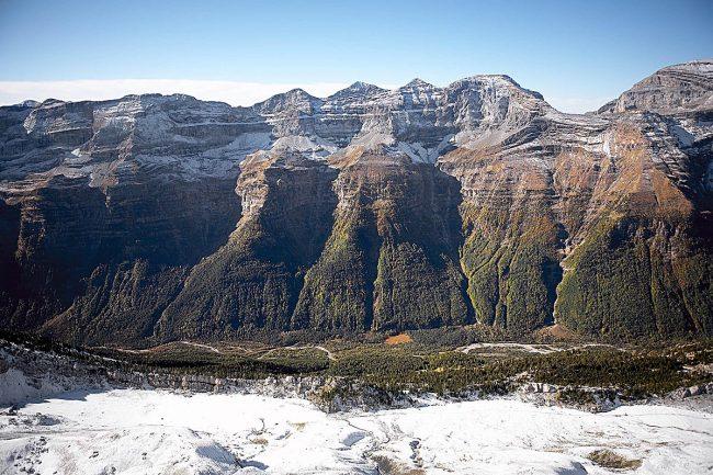 Montaña Segura, Bielsa. Vista aérea de la Sierra d´as Zucas o Tres Marías y el Collado de Añisclo .