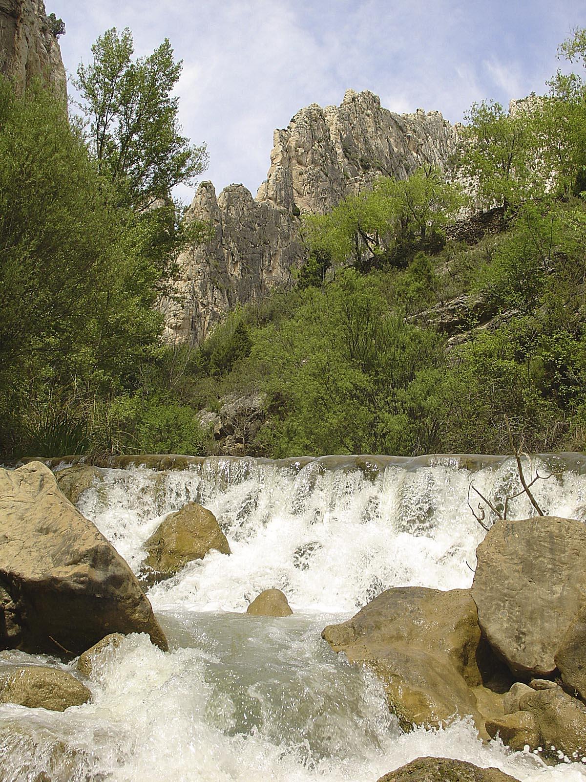Saltos de agua en las hoces del Guadalope.