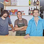 Los guarda: Martín Grudzien, Raúl Martínez y David Castillo.