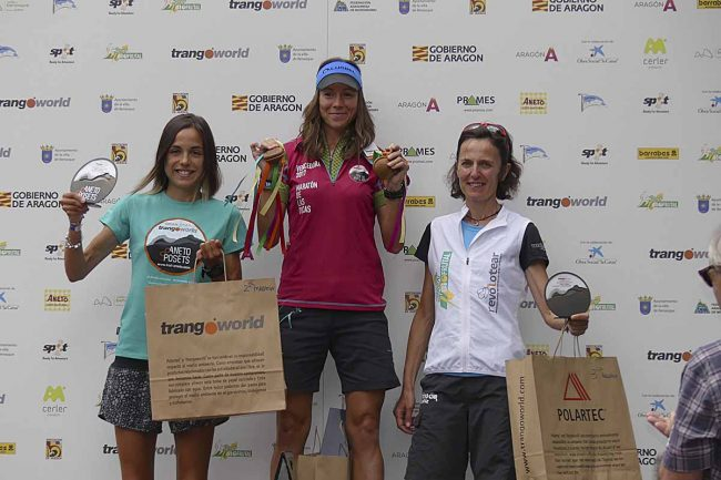 Ganadoras de la Maratón de las Tucas, absoluta femenina: 1ª Ana TAUSTE (05:41), 2ª Patricia  VILLANUEVA y  3ª María Pilar PRADES.