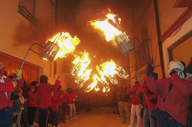 Hogueras de enero en Aragón, ritual y fiesta para iniciar el año