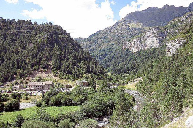 Refugios de montaña a pie de carretera: Bujaruelo.