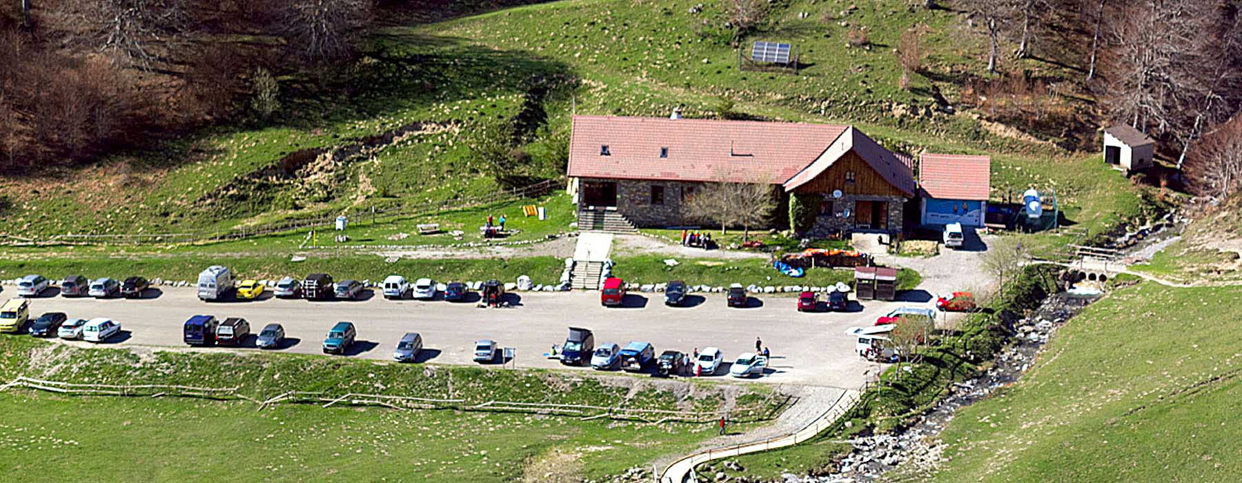 Refugios de montaña a pie de carretera: Linza.