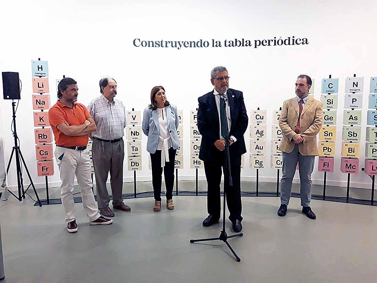 Construyendo la tabla periódica inauguración, rector de la Unizar.