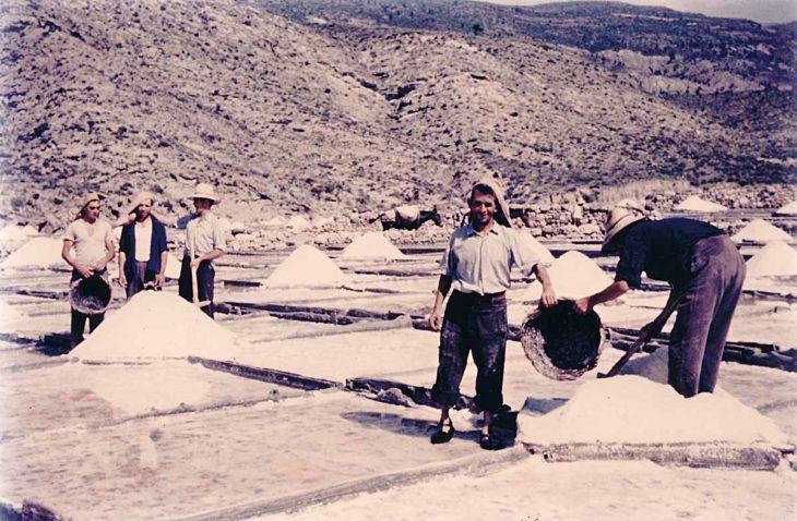 Salinas de Arcos de las Salinas, recogida de la sal