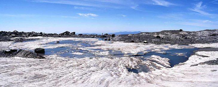 Panorámica del ibón d'Arrablo, uno de los nuevos ibones en el Pirineo