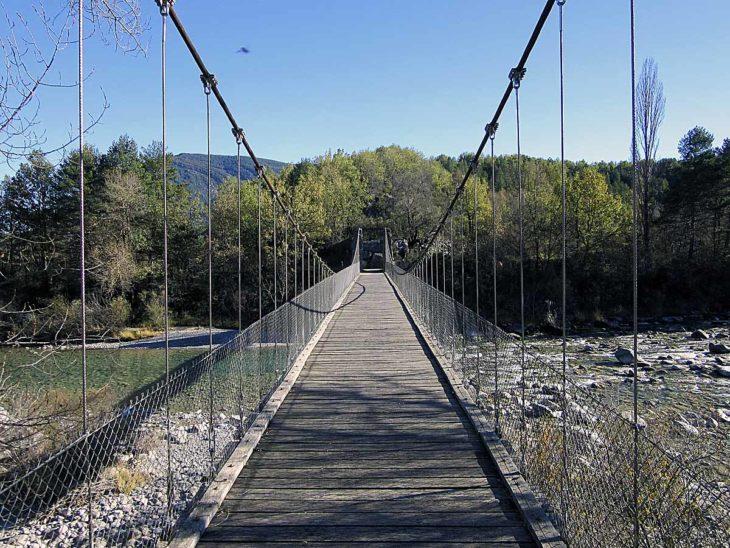 GR 268, puente colgante sobre el Ara