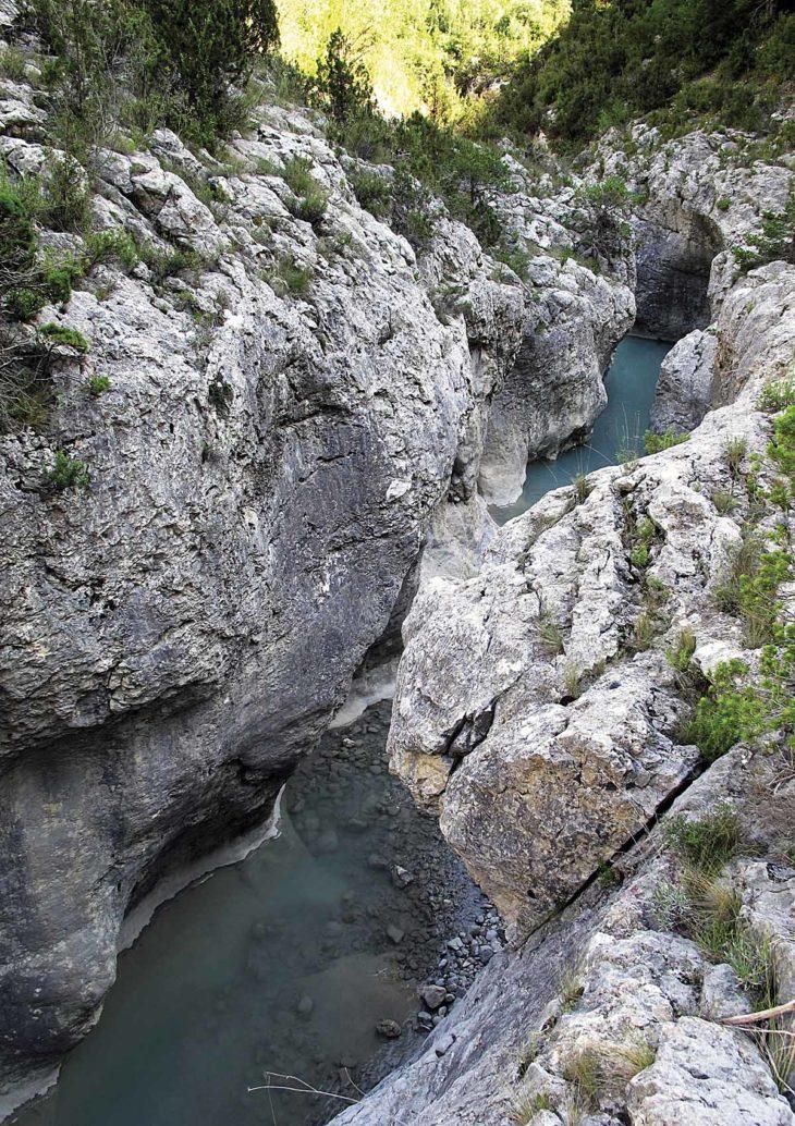 Ríos en roca, Usía