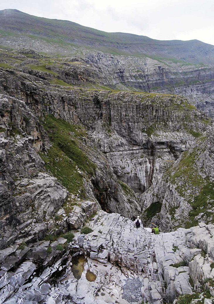 Ríoos en roca, cabecera del Arazas